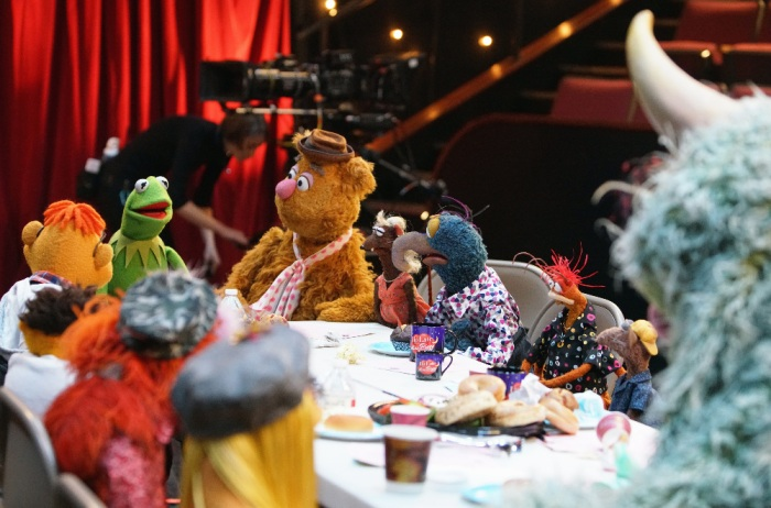 KERMIT THE FROG, FOZZIE BEAR, YOLANDA, THE GREAT GONZO, PEPE THE KING PRAWN, RIZZO THE RAT
